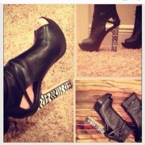 Bcbgmaxazria sexy boot heel